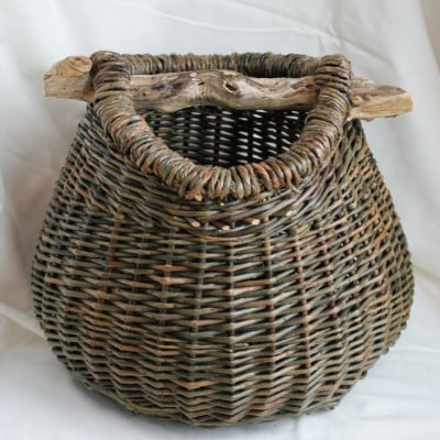 Small shopper with bark detail on rim