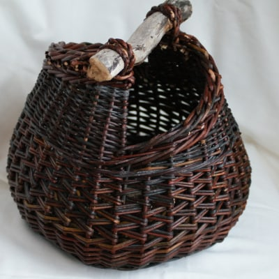 Small asymmetrical basket